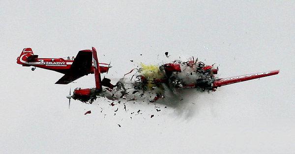 """波兰飞行表演两飞机对撞坠毁电视台""""死亡直播""""2007"""